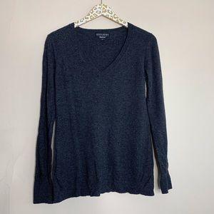 Banana Republic Italian Yarn V-Neck Sweater   Med